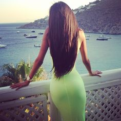 That is beautiful long hair. I don't like long hair when it's straggly and stringy but this is very pretty. Beautiful Long Hair, Gorgeous Hair, Gorgeous Body, Fittness, Victoria, Belleza Natural, Brunette Hair, Long Brunette, Brunette Beauty