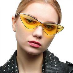 Con la llegada de las lentes de contacto, las gafas para visión han pasado de la categoría de un accesorio necesario a elegante y estiloso. La montura bien elegida puede cambiar radicalmente la imagen y ajustar las proporciones de la cara Fashion Accessories, Sunglasses, Fashion Eye Glasses, Accessories, Eye Contact Lenses, Faces, Elegant, Style, Past Tense