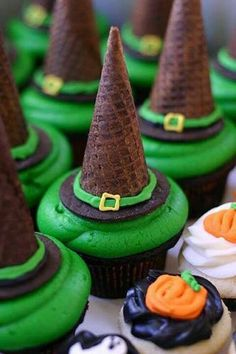 Witches Hat Cupcakes #halloween #cupcakes Since it's almost halloween, I'm going to be pinning a lot of halloween things. Be prepared! Follow the board 'Holidays' to get all of my halloween pins