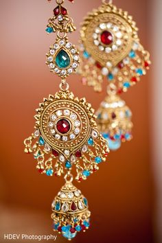 This Indian bride opts for beautiful jewelry on her wedding day. - Inspiration for PhotosMadeEz weddings India Jewelry, Temple Jewellery, Jewelry Sets, Indian Accessories, Bridal Accessories, Bridal Necklace, Wedding Jewelry, Bollywood Jewelry, Indian Bridal Wear