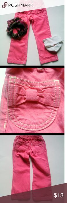 💟OSHKOSK B'GOSH SIZE 2T PANTS💟 Adorable pink pants with bows on the front pockets and Oshkosh written on the back pocket. Size 2T EUC Ask b4 you buy! Offers welcome using the button below only.  Questions?? Just Ask. My pleasure to answer Osh Kosh Bottoms