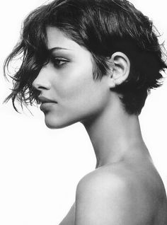 Love her and her hair Hair love Bangs can I do this to my hair? Short Wavy Pixie, Short Hair Cuts, Pixie Cuts, Curly Bob, Pixie Ondulado, Pixie Hairstyles, Cool Hairstyles, Pixie Haircut, Bangs Hairstyle