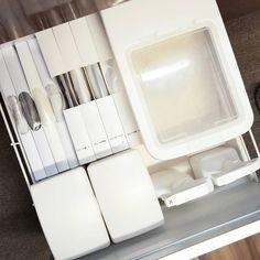 キッチンの収納で、困っていませんか?細かいアイテムや保存食の多いキッチンは、収納も一苦労。そんな人には、ニトリの便利な収納アイテムがおすすめです。キッチンの収納はこれがなくちゃ♡「ニトリで買うべき」収納アイテムをお教えします。 Kitchen Organization, Storage, Interior, House, Organization, Purse Storage, Indoor, Home, Kitchen Organisation
