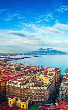 Baeutiful View of Naples and Mount Vesuvius | 10 Amazing Places in Italy You Need To Visit #ItalyVacation