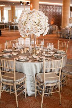 Silver tablescape #wedding #event #party #reception #decor #ideas #cvlinens #platinum # bodas #fiestas #eventos #plata #decoraciones