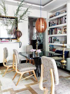 Comedor con sillas tapizadas