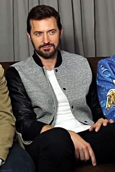 Richard Armitage at Comic-con San Diego 2015 for Hannibal. He just looked so darn dashing on this day.