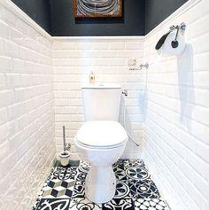 Small Toilet Room, Water Closet Decor, Closet Decor, House Bathroom, Interior Architecture Design, Small Toilet, Wc Design, Bathroom Design, Toilet Design