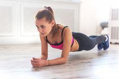 Wracamy do formy po zimie - deska to świetny sposób na wzmocnienie mięśni brzucha, ramion, nóg i pośladków. Ćwiczycie już plank?  #deska #fitess #sport #motywacja #kilogramy #brzuch #nogi #pośladki #fit #plank #abs #belly