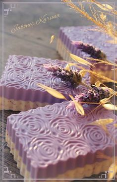 Jabón de Lavanda y leche de almendras. Handmade Soap Packaging, Handmade Soaps, Pure Soap, Soap Carving, Homemade Beauty, Diy Beauty, Soap Display, Best Cleaning Products, Homemade Soap Recipes