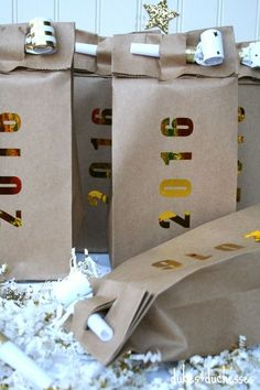 120 DIY New Years Eve Party Decorations that'll Earn you Brownie Points - Hike n Dip Make your New Year's Eve decoration earn Brownie points with these awesome New Years Eve Party Decorations. You'll love these NYE Party decoration ideas. New Year's Eve Party Themes, New Years Eve Decorations, Party Ideas, Gift Ideas, Kids New Years Eve, New Years Eve Party, New Year's Eve Crafts, Diy Crafts, Creative Crafts