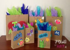 Bolsas adornadas para cualquier ocasión! Creative Crafts, Diy And Crafts, Gift Wraping, Stationery Craft, Diy Gift Box, Unicorn Birthday Parties, Party Shop, Party Bags, Paper Gifts