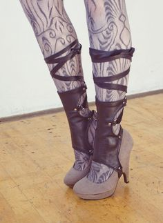 "what-the-hell-is-steampunk: ""short hydrogen spats, for sale: here "" Costume Steampunk, Steampunk Shoes, Mode Steampunk, Steampunk Fashion, Gothic Steampunk, Steampunk Necklace, Steampunk Clothing, Victorian Gothic, Gothic Lolita"