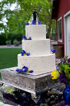 yellow and blue wedding cake Rochelle Mort Photography