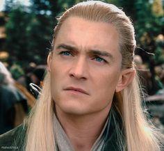 Legolas looking older than Thranduil (because Orlando Bloom actually is older)