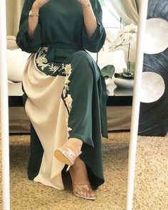Image may contain: one or more people, people standing and shoes Hijab Fashion Summer, Modern Hijab Fashion, Arab Fashion, Islamic Fashion, Muslim Fashion, Estilo Abaya, Hijab Evening Dress, Mode Abaya, Look 2018