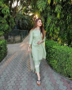 Pakistani Fashion Party Wear, Indian Fashion Dresses, Indian Designer Outfits, Girls Fashion Clothes, Pakistani Outfits, Girl Fashion, Woman Clothing, Beautiful Dress Designs, Stylish Dress Designs