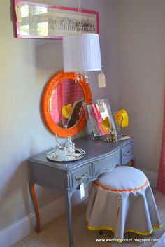 Vintage Dressing Colorful revamped vintage dressing table - notice that the inside of the legs are painted a different color Home Bedroom, Bedroom Decor, Bedroom Ideas, Bedrooms, My Living Room, My Room, Recycled Furniture, Painted Furniture, Funny Vintage Photos