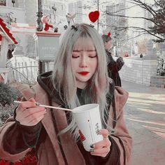 ◌ᤢ⃪⃗ Ꮅiꪀ𝕥ꫀrꫀડt/ ꪡ𝕙i: 𝕄𝕠𝕟𝕒𝕝𝕚𝕤𝕒_𝟙𝟞𝟘𝟟 ˎˊ˗ ❟➘dꪮ not rꫀpoડt ꪡⅈt𝕙ꪮuɬ ©⃕thank you ! Pretty Korean Girls, Cute Korean, Red Aesthetic, Aesthetic Grunge, Girl Background, Ulzzang Korean Girl, Uzzlang Girl, Cool Girl Pictures, Iconic Photos