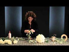 Visionnez ici l'atelier d'inspiration 'Hydrangea' de l'artiste floral de haut niveau Gary Loen. Lors de cet atelier d'automne, il associe cette fleur volumin...