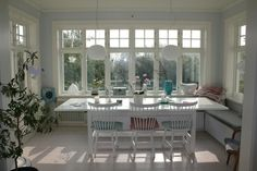 Right concept. Too big. like just enough room single bed or chaise Glass Porch, Cottage Dining Rooms, Swedish Decor, Country House Interior, Interior Decorating, Interior Design, House Windows, House Extensions, Scandinavian Home