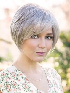 Sophisticated layered bob with angled sides and sweeping fringe. #finehairwithbangs