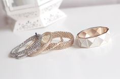 Mesh stacked rings.