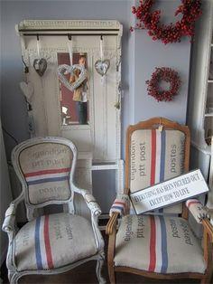 leuk idee: stoelen bekleden met oude postzakken