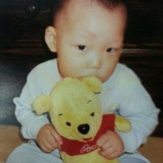 fetus iKON bobby with his pooh Yg Ikon, Ikon Kpop, Kim Jinhwan, Chanwoo Ikon, K Pop, Ikon Member, Jay Song, Ikon Debut, Ikon Wallpaper