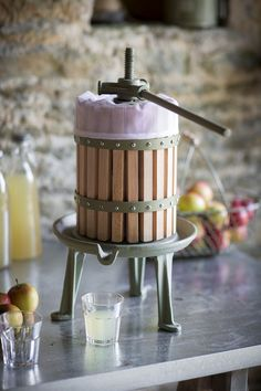 This traditional wooden Apple Press is perfect for making homemade juices and ciders.