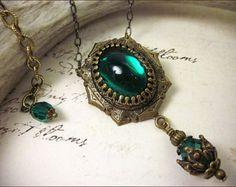 Emerald Jewel Renaissance Jewelry, Tudor Costume, Medieval Wedding, Ren Faire, Renaissance Pendant