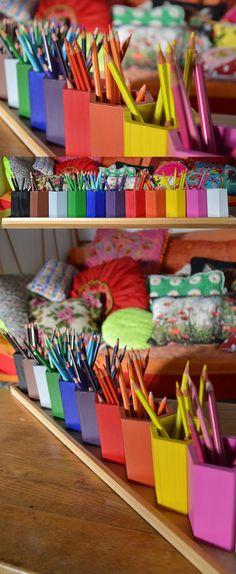 Je bavais depuis un moment sur les pots à crayons multicolores dans les boutiques spécialisées. Et puis j'ai vu sur différents blogs que certaines s'étaient lancées dans la fabrication de ceux-ci. J'ai donc acheté 11 pots à crayon chez Truffaut (en fait 22 parce que j'en ai fait un jeu aussi pour ma [...]