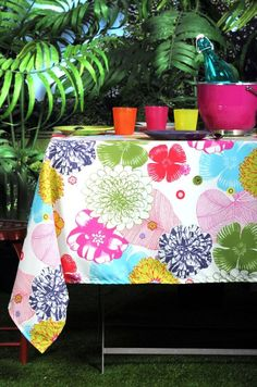 Tablecloth Bahamas Multico square :http://aa-design-interior.ro/en/shop/tablecloth-bahamas-square/