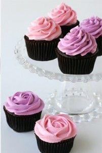 Como confeitar cupcakes usando bicos de confeitar (How to decorate cupcakes)