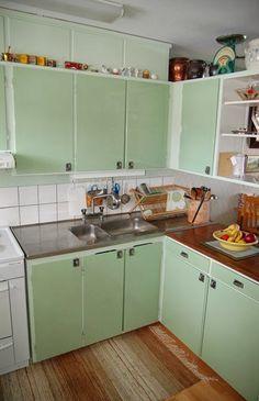 60s Kitchen, Pastel Kitchen, Compact Kitchen, Country Kitchen, Vintage Kitchen, Kitchen Dining, Mid Century Modern Colors, Pastel Interior, Swedish House