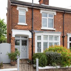 Be inspired by this Edwardian semi in Essex with pops of colour - Mortgage - Calculate home loan payment with detailed report instantly. - - Be-inspired-by-this-Edwardian-semi-in-Essex-brought-to-life-with-pops-of-colour-exterior Victorian Front Garden, Victorian Front Doors, Victorian Terrace House, Edwardian House, Victorian Homes, 1930s House Exterior Uk, Terrace House Exterior, D House, House Front
