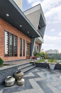 House Arch Design, Small House Interior Design, Modern Exterior House Designs, Home Stairs Design, Home Building Design, Bungalow House Design, Facade Design, Modern House Design, Indian Home Design
