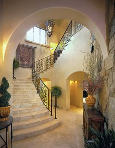 +Tuscan +Spanish Design, Pictures, Remodel, Decor and Ideas - Home Decor Ideas Design Rustique, Traditional Staircase, World Decor, Tuscan House, Mediterranean Home Decor, Tuscan Decorating, Interior Decorating, Tuscan Style, Contemporary Home Decor