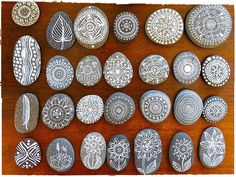 pebble art mandala tree flower drawing on pebbles painted with black Faber-Castell Pitt Artist Pens. Pebble Painting, Pebble Art, Stone Painting, Rock Painting, Diy Painting, Painting Tutorials, Rock Crafts, Diy And Crafts, Arts And Crafts