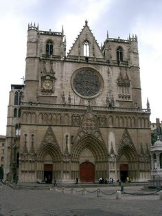 °Lyon - Façade de la cathédrale Saint-Jean.