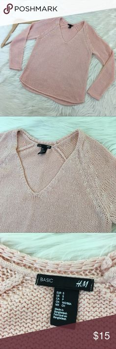 """4.99 SHIPPING H&M Pastel Pink V-Neck Sweater Small H&M Women's Medium Pastel Pink sweater with raw/curled edge. V-Neck, slight high low Hem. Loose, baggy fit. Worn once. Just like new. See photos for details.   Length: 25""""  Armpit to armpit: 19"""" Forever 21 Sweaters V-Necks"""