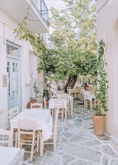 Naxos is the largest island in the Cyclades and is home to Mount Zas (Zeus) which, according to the greek mythologie, is where the Greek God Zeus was born. Beautiful Hotels, Beautiful Places, Great Places, Places To Go, Greek Island Hopping, Paradise On Earth, Greece Islands, Travel Aesthetic, Greece