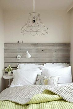 27 Wonderful Whitewashed Headboards: 27 Wonderful Whitewashed Headboards With White And Green Bed Design – Momtoob