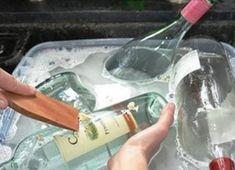 Statt gebrauchte Glasflaschen wegzuschmeißen hat sie diese Frau in etwas umgewa… Instead of throwing away used glass bottles, she transformed this woman into something you must have. Empty Glass Bottles, Recycled Glass Bottles, Glass Bottle Crafts, Painted Wine Bottles, Liquor Bottles, Bottle Art, Beer Bottle, Vodka Bottle, Reuse