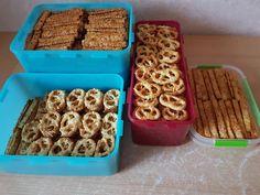 Sajtos rudak és perecek egy tésztából! Elronthatatlan finomság, nálunk nagy kedvenc! - Ketkes.com Waffles, Food And Drink, Mat, Cookies, Breakfast, Recipes, Baking, Rezepte, Breakfast Cafe