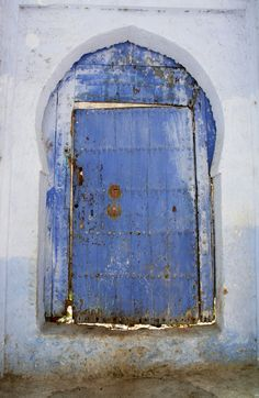 Private tour in Chefchaouen. Guided tour in Chefchaouen,Morocco Chefchaouen, Moroccan Garden, Doors Galore, Cool Doors, Windows And Doors, Front Doors, Types Of Doors, Old Barns, Arabian Nights