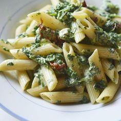 Dziś mam na #obiad #makaron ze szpinakiem, serem pleśniowym i suszonymi pomidorami  Wieczorem na blogu.  ___________ #dziendobry #goodmorning #szpinak #serplesniowy #pomidory #tomatoes #warzywa #vegetable #foodblog #foodblogger #przepis #foodphoto #foodphotography #jedzenie #foodpic #yummy #yumm #healthyfood #pasta #ilovepasta #foodie #pycha #penne