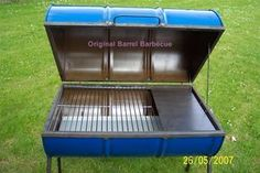 Discover thousands of images about barbecue tonneau baril neuf bleu ou noir comment faire Barrel Smoker, Barrel Grill, Oil Barrel, Barrel Projects, Welding Projects, Outdoor Oven, Outdoor Cooking, Bar B Que Pits, Oil Drum Bbq