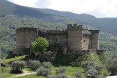 El castillo de Mombeltrán o castillo de los duques de Alburquerque es un monumento de Mombeltrán. Fue erigido por Beltrán de la Cueva, primer duque de Alburquerque