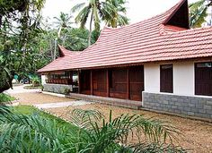 Tharavadu model houses - House and home design Kerala Traditional House, Traditional House Plans, Traditional Interior, Traditional Homes, Tropical House Design, Kerala House Design, Tropical Houses, Village House Design, Village Houses